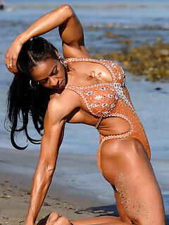 Ebony Muscle Pics