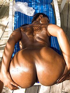 Ebony Oiled Pics